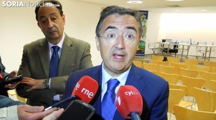 Marinero, ante los medios de comunicación acompañado por el delegado territorial de la Junta. /SN