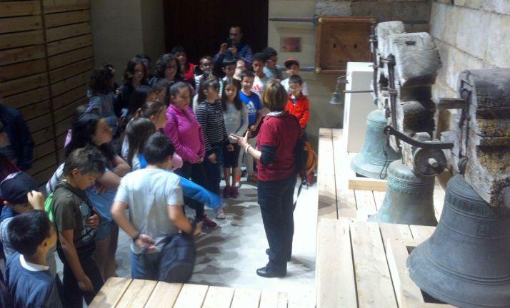 Escolares en la torre de la catedral burgense.