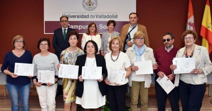 Los alumnos que han concluido el ciclo con sus diplomas. /Jta.
