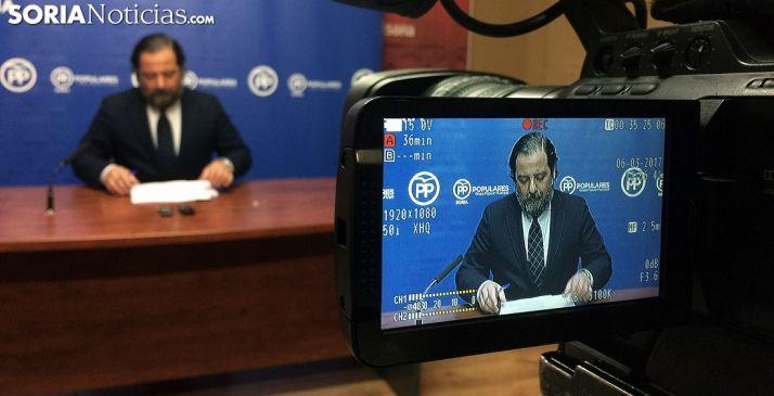 El concejal del PP José Manuel Hernando en rueda de prensa. /SN