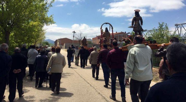 Las tallas de San Isidro (dcha.), Santa Bárbara y San Antón ayer en Ágreda.