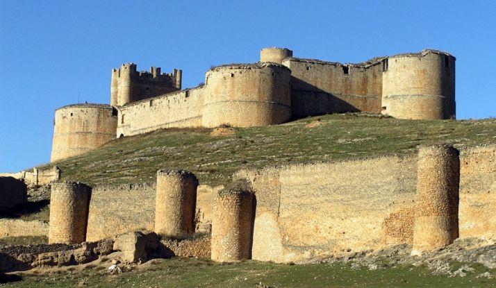 Imagen del impresionante castillo de Berlanga de Duero, con sus imponentes murallas.