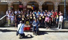 Una imagen del grupo en las escaleras del ayuntamiento. /SN