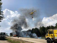Foto 3 - La N-122, cortada por el incendio de un camión