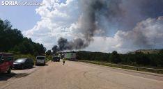 Foto 6 - La N-122, cortada por el incendio de un camión