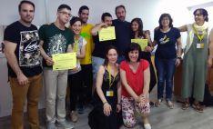 Los alumnos y formadores tras la conclusión del curso.