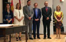 Barcones (2º izda.), junto a Clemente, Puente, De Santiago-Juárez, Izquierdo y la delegada saliente, María José Salgueiro. /EP