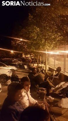 Aficionados esperando su turno a las 02:30 horas. /SN