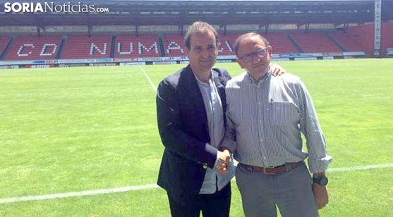 Jagoba Arrasate con Francisco Rubio este lunes en el estadio. /SN