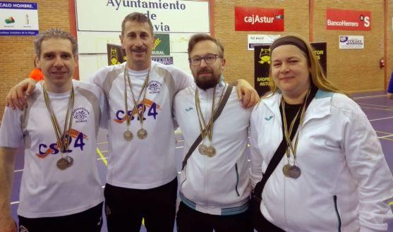 Los badmintonianos sorianos en Pravia.