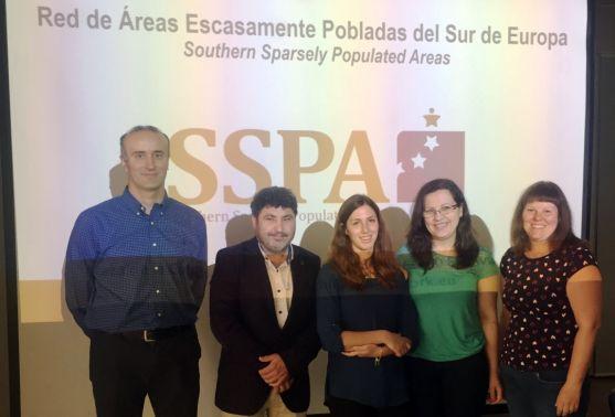 Españoles y croatas en la reunión. /FOES