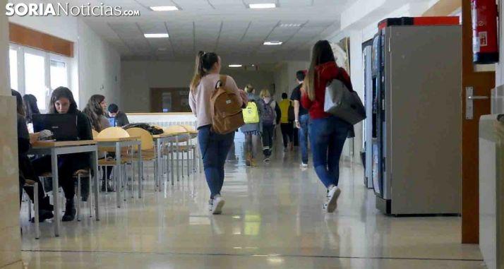 Uno de los pasillos del Campus Duques de Soria este pasado curso. /SN
