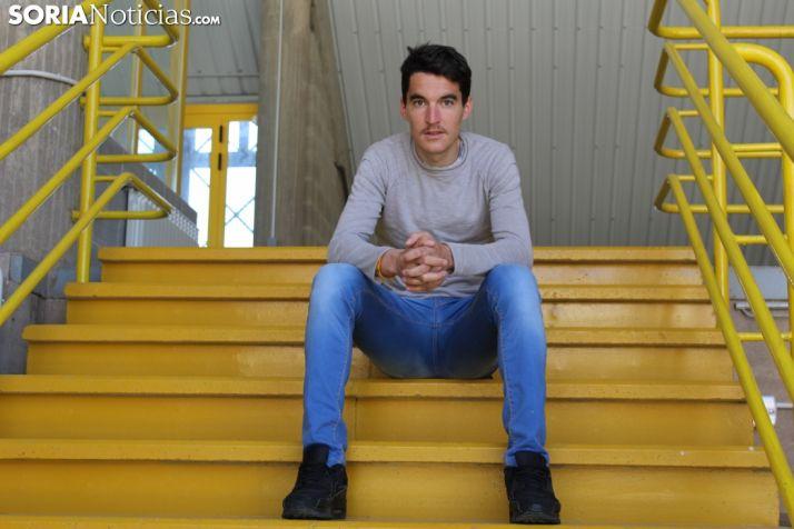 Dani Mateo, sentado en el CAEP.