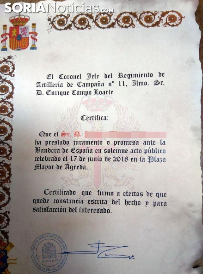 Uno de los 132 diplomas acreditativos del acto. /SN