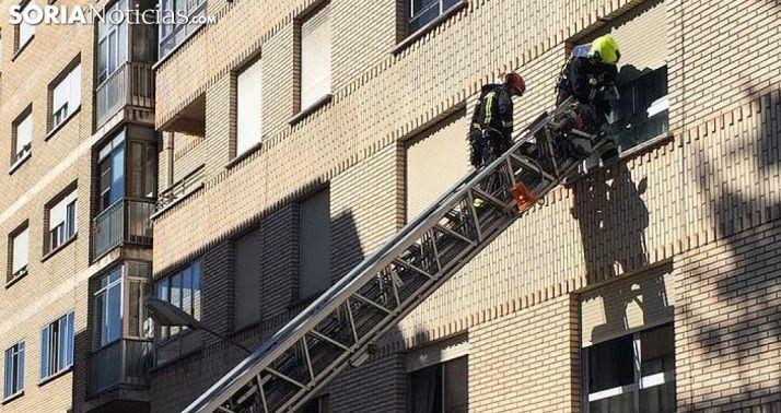 Foto 2 - Los bomberos intervienen por una vecina que no contestaba en su domicilio