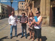 Luis Alberto Romero con la denuncia en los Juzgados de Soria.