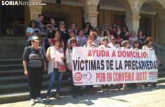 Concentración de las trabajadoras del servicio de Ayuda a Domicilio.