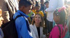 Alicia García con niños saharauis llegados a CyL en verano.