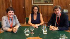 Ana Alegre (izda.) la ministra de Transición Ecológica Teresa Ribera y Carlos Martínez. /Ayto.