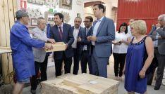 Carlos Fernández Carriedo 3º izda.) en su visita a un CEE de Zamora. /Jta.