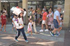Desfile de gigantes y cabezudos.