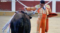 Ponce, durante la faena al segundo de su lote en el Domingo de Calderas. /SN