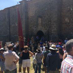 Foto 5 - Cientos de personas en la romería de la Virgen del Castillo