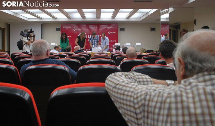 Imagen del recuento de votos al filo de la medianoche. /SN