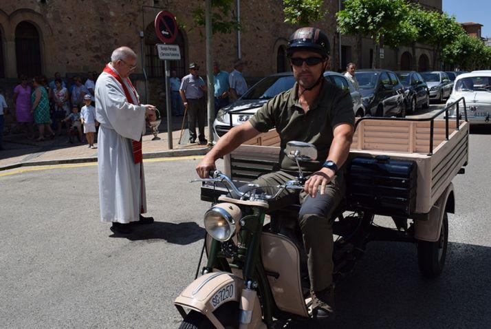 Foto 2 - Galería de imágenes de la bendición de vehículos en Soria