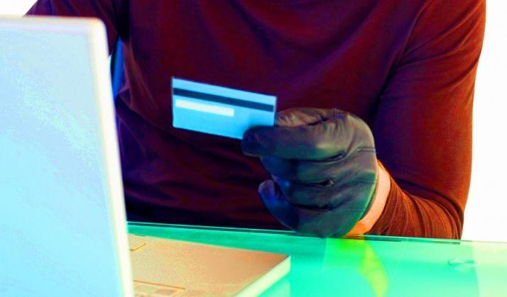 Foto 1 - Detenidos por estafar 11.800 euros duplicando una tarjeta de crédito