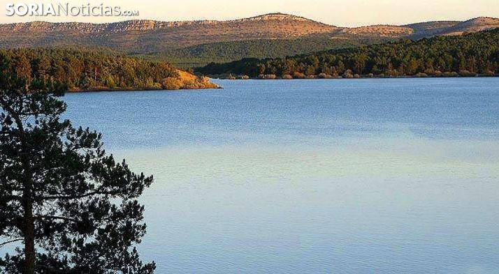El pantano desembalsa ahora 6.500 litros de agua por segundo