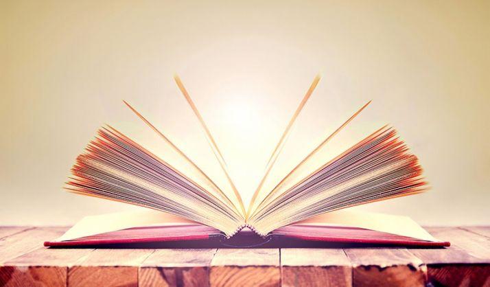 Foto 1 - La Junta garantiza a las familias beneficiarias de las ayudas y del Releo Plus que recibirán los libros y las cuantías de la actual convocatoria