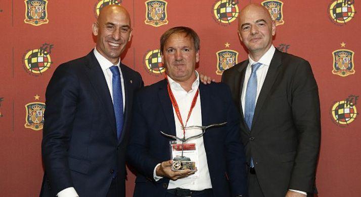 Eduardo Rubio, con el trofeo. /CDN