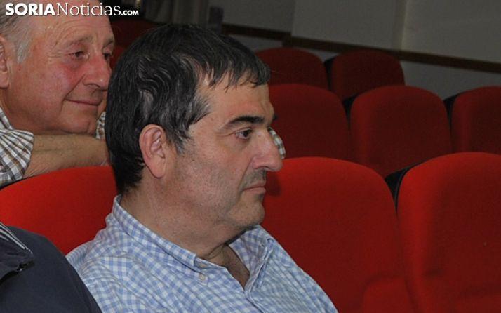 Alberto Santamaría arropado por Vidal Gil esta madrugada de miércoles. /SN