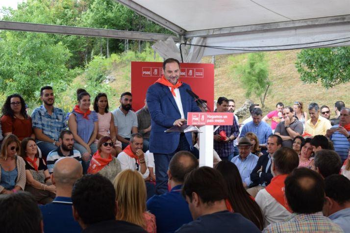 """Foto 1 - Ábalos pone en valor que la mayor obra hecha por el PSOE ha sido la """"modernización"""" y la """"integración"""""""