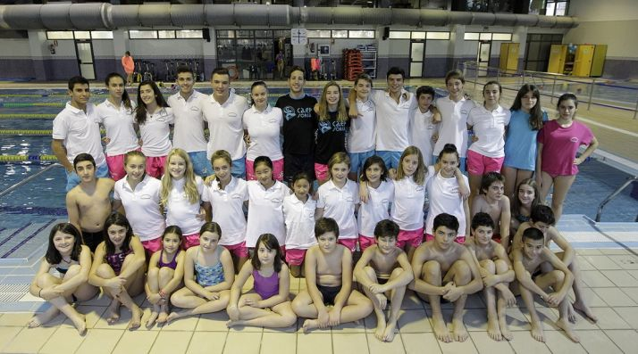 Foto de familia de los deportistas del club. /CNS