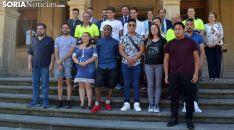 Los participantes, con autoridades y formadores tras la entrega de diplomas. /SN