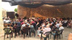 Imágenes de la caldereta y el concierto de Mara Row. /Leopoldo Torre