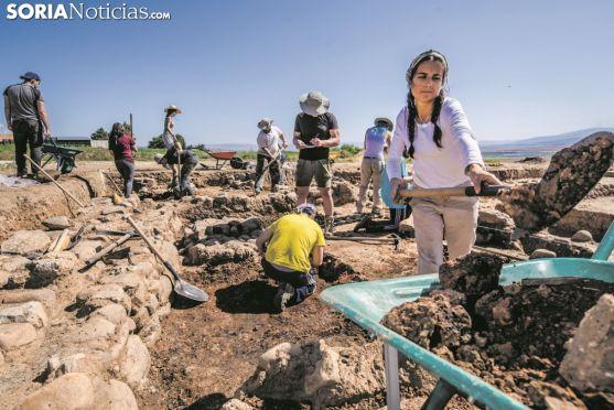 Excavaciones en el yacimiento de Numancia. Carmen de Vicente.