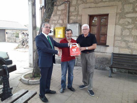 La Fundación Científica de Caja Rural entrega un desfibrilador a la Asociación de Pedrajas