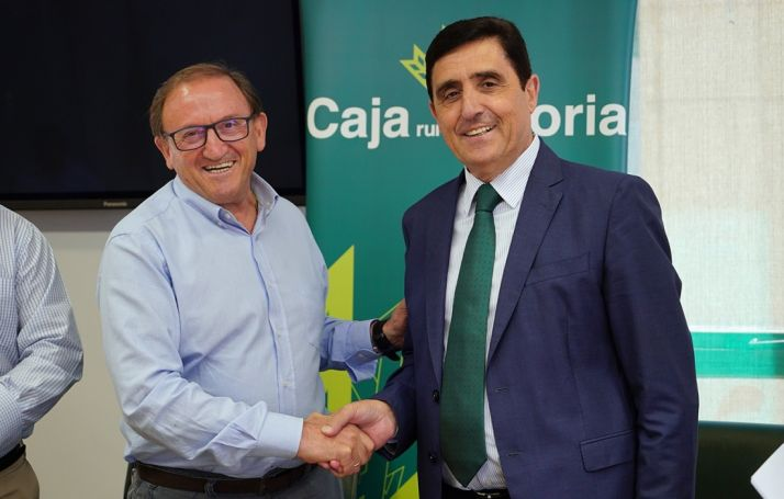 Francisco Rubio, presidente del CD Numancia y Carlos Martínez, presidente de Caja Rural.