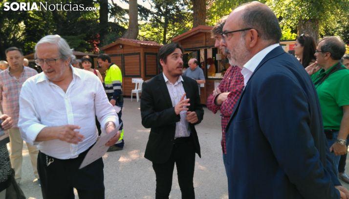 Bárez (izda.), junto al director general de Cultura del Gobierno de Aragón, el alcalde y el subdelegado del Gobierno en Soria. /SN