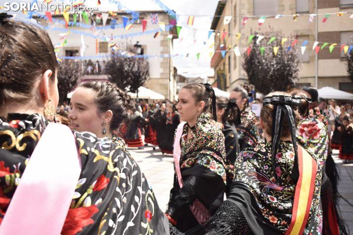 imágenes del baile de La Rueda en Covaleda. /EM