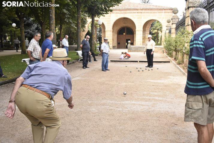 Juegos tradicionales en el lateral de la Dehesa. /EM
