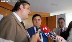 José Luis Ruiz, Carlos Martínez Iquierdo y Anselmo García este martes en el Campus. /SN