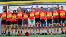 Foto de familia con los campeones de España. /RFEC