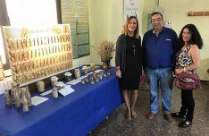 La delegada, junto al presidente de ASAJA, Carmelo Gómez y la alcaldesa, Reyes Oliva. /Subdeleg.