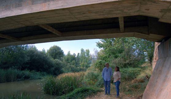 El alcalde y la vicepresidenta, bajo el puente ya remodelado. /Dip.