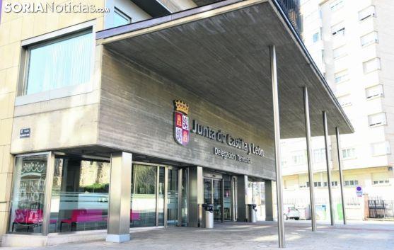 Entrada al edificio de la Delegación Territorial de la Junta en Soria. /SN