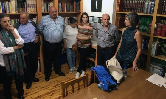Una image de la naguración de la nueva biblioteca. El alcalde, segundo por la derecha. /GEC